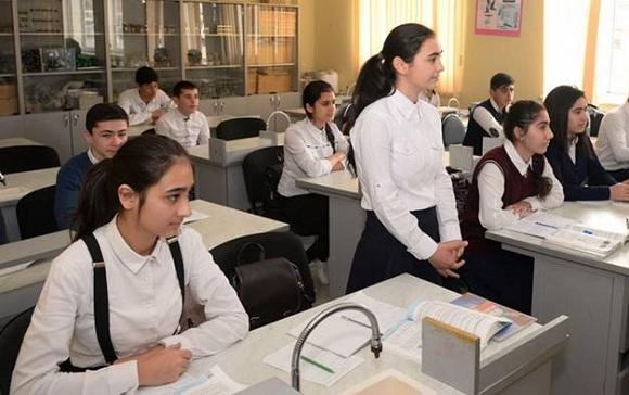 11-ci sinif şagirdləri və onların valideynlərinə DİM sədri müraciət edib - 1