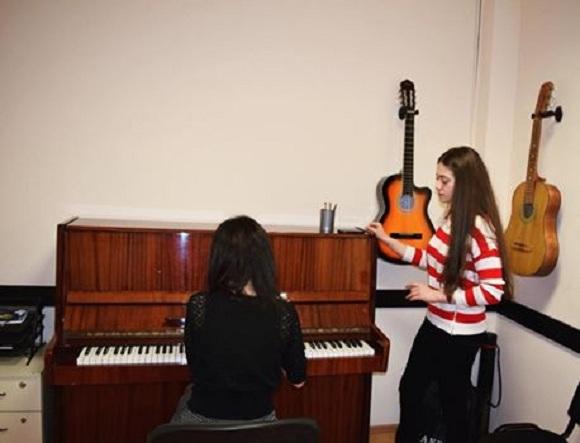 Desperado Music Schoolda piano dərslərinə qatilin - 1