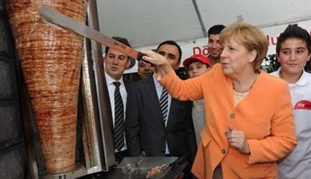 Almaniyanın kansleri Anqela Merkel dönərçilik edib!? - 1
